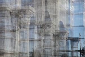 Linstallazione-di-Edoardo-Tresoldi-per-la-Basilica-paleocristiana-di-Siponto-©-Giacomo-Pepe-4[1]