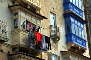 Linge au balcon à Malte